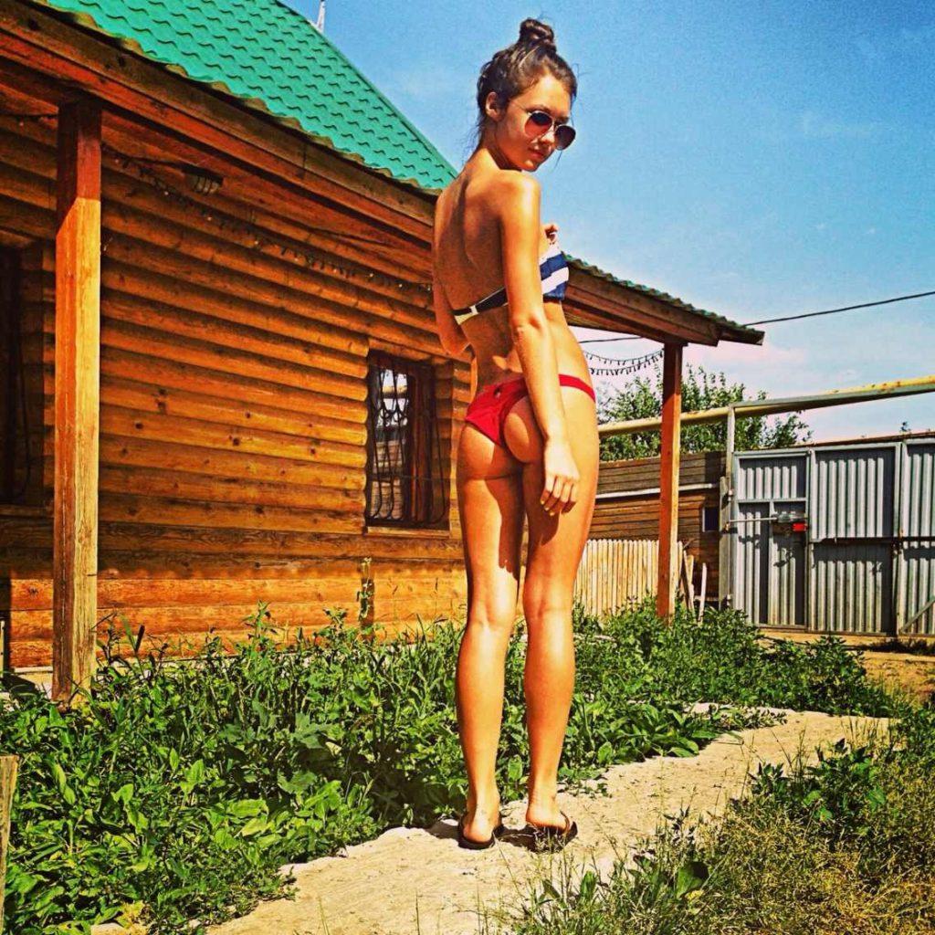 Хорошенькие девушки в купальниках