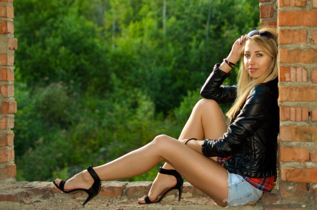 красивые девушки фото под юбкой