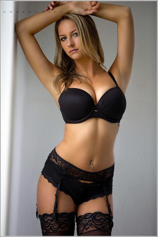 Красивые девушки в чулках
