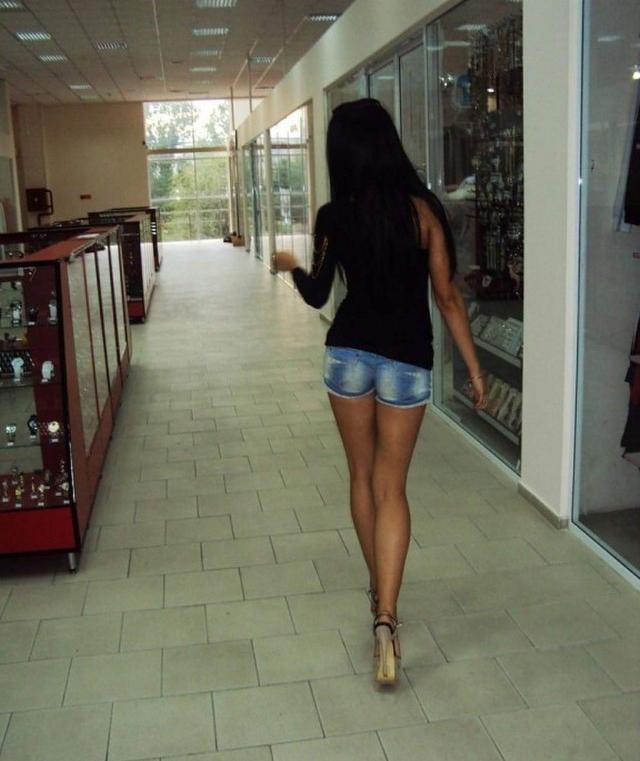 Девушки в коротких шортиках