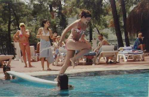 Забавные летние фото девушек в купальниках