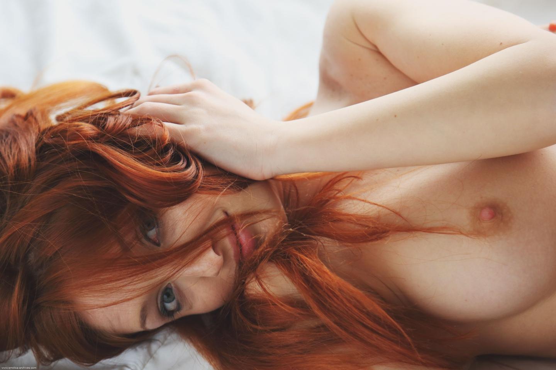 Рыжая Обнаженная Женщина
