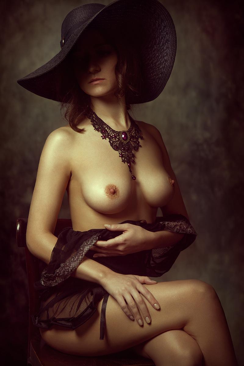 Фото Обнаженная Женщина В Шляпе