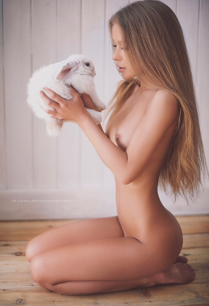 naked-wemon-bunnies