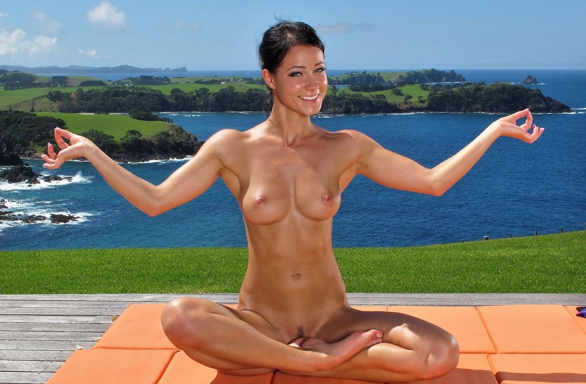 sexy-yoga-woman-nude-black