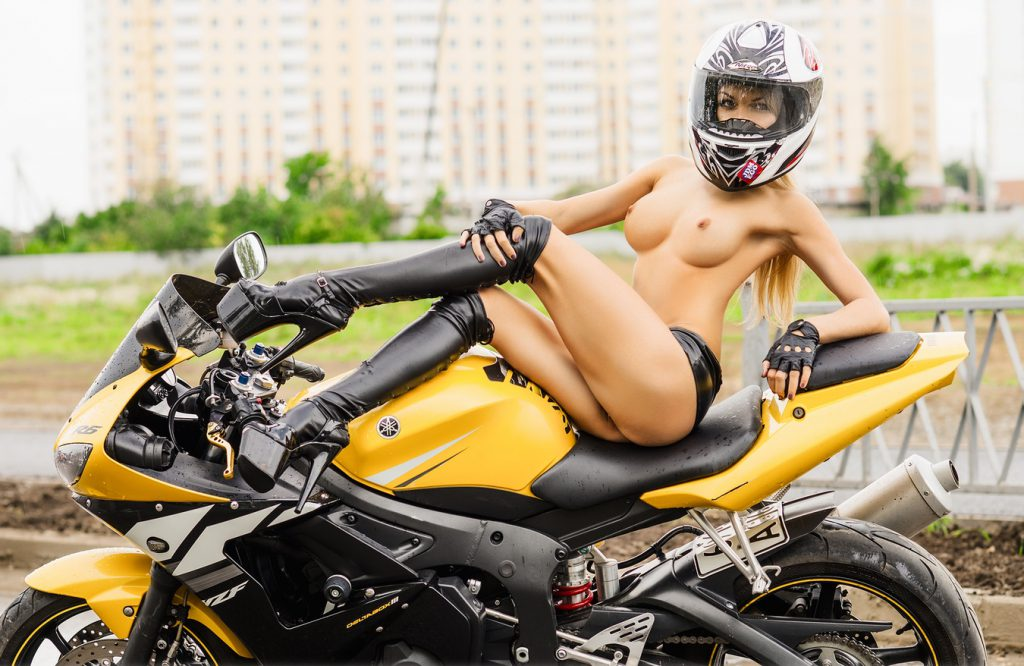 Naked girl motorcycles — photo 1